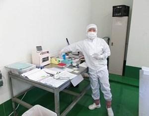 小浜製糖工場の品質管理メンバー